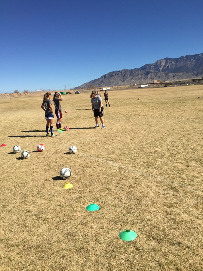 Seattle Reign Head Coach Laura Harvey working with Rio Rapids 01G (plus a few guest players)